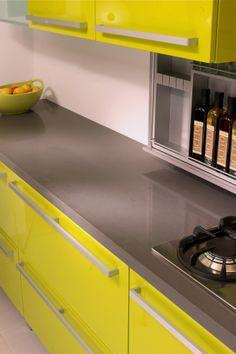 los laminados térmicos permiten obtener superficies tersas y brillantes en puertas y costados de gabinetes. Alta resistencia y durabilidad. invierte en calidad.
