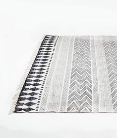 The Block rug by House Doctor is a woven rug which is soft to the feet and will add an instant element of Scandinavian feel to any room of your home. Price inc