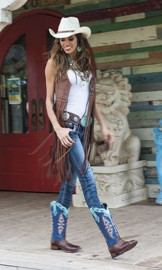 Look Good Women Cowboy Outfits Style 20 99 Amazing Winter Outfits Ideas For Teens Cowgirl Outfits For Women, Cowgirl Style Outfits, Country Style Outfits, Rodeo Outfits, Western Wear For Women, Country Style Fashion, Cowgirl Fashion, Equestrian Fashion, Estilo Cowgirl