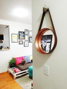 Mais um projetinho do Pinterest para a vida real! Quem nunca sonhou com este espelho lindo maravilhoso, embelezando seu cafofo com todo o glamour e quase c