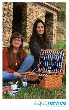 ¡Enhorabuena! Así disfruta Laura, una de las ganadoras de nuestro sorteo de Pascua, con su regalo Aquaservice entre amigas. ¡Preciosa foto pascuera!