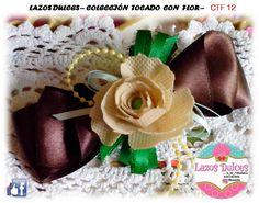 """@lazosdulces ** lazo tocado con flor ** contatcanos: FACEBOOK: LAZOS DULCES la_dul_71@outlook.es EN INSTAGRAM: ***LAZOS DULCES ******whatsapp 0412 8570497 TODAS LAS COMBINACIONES DISPONIBLES 16 COLORES EN CINTAS RASO O GROSGRAIN FLORES HECHAS A MANO EN TELA """"POP"""""""