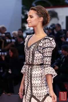 Alicia-Vikander-The-Danish-Girl-Movie-Premiere-Venice-Film-Festival-Red-Carpet-Fashion-Louis-Vuitton-Tom-Lorenzo-Site-TLO (5)