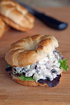 Your taste buds will go crazy over this Blueberry Chicken Salad Croissant recipe! Perfect for lunch, or back-to-school meals! Healthy Salad Recipes, Fruit Recipes, Blueberry Recipes Savory, Blueberry Ideas, Healthy Foods, Easy Recipes, Chicken Salad Croissant, Croissant Recipe, Salads