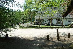De Duivelsberg, pannenkoeken eten midden in natuurreservaat de Duivelsberg bij Nijmegen. Startpunt van enkele korte wandelingen waaronder twee speurtochten voor kinderen.