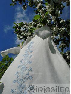 Kastemekko ja sininen kirjonta. www.kirjosilta.fi June, Wedding Dresses, Summer, Fashion, Bride Dresses, Moda, Bridal Gowns, Summer Time, Fashion Styles