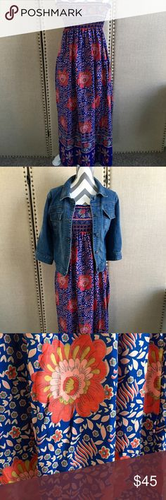 Free people strapless floral dress Free people floral dress measurement from top to bottom 44 inches. Elastic area at top of dress. Made of viscose. Size xs can can stretch up top to fit a medium. Free People Dresses