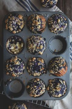 Blueberry Swirl Muffins by HonestlyYUM. I love blueberry muffins and these look absolutely delicious! Yummy Recipes, Baking Recipes, Dessert Recipes, Yummy Food, Muffin Recipes, Fall Recipes, Think Food, I Love Food, Yummy Treats