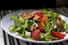 arugula strawberry pecan salad by shutterbean Soup Recipes, Salad Recipes, Cooking Recipes, Healthy Recipes, Goat Cheese Recipes, Goat Cheese Salad, Arugula Salad, Everyday Food, Summer Salads
