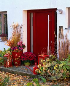 Feng Shui Red front entrance speaks of many fortunate blessings.  Look at the bounty of the greeters on the front stoop!