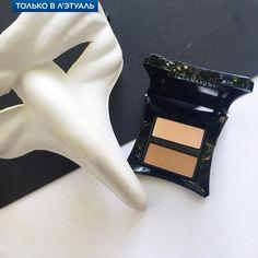 Сделай свой вечерний образ загадочным и соблазнительным с дуэтом для скульптурного макияжа Illamasqua Bronzing Duo. Насыщенные золотистые пигменты с добавлением сияющих частиц подарят сексуальный эффект загара коже лица и тела, а при нанесении на глаза придадут взгляду выразительность. Каждый оттенок палетки содержит легкий хайлайтер Glint, состоящий из мельчайших частиц перламутра, — для мягкого эффекта золотистого сияния.