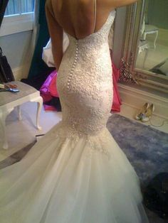 Perfect fit! I love the buttons on the back and the mermaid style! Lace is amazing too