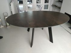 Extendable table Moon in Steel Dark ceramic top and black legs. Available in other sizes and configurations. Delivered to our client in London. Leather Bed, Sofa Design, Modern Bedroom, Contemporary Furniture, Dining Table, Moon, Ceramics, Legs, Cabinet