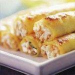 Ingredientes: 2 pechugas de pollo 1 paquete de Canelones Roma 1/2 k de tomate triturado jugo de 1 limón 1 cebolla picada 100 g de jamón crudo picado Queso Parmesano rallado 3 cucharadas de mantequilla 3 huevos Orégano Pimienta Aceite de Oliva Roma Sal Preparación: Cocine los Canelones Roma como lo indica el paquete. Cocine … Pasta Recipes, Chicken Recipes, Cooking Recipes, Healthy Recipes, Mexican Food Recipes, Italian Recipes, Tapas, Good Food, Yummy Food