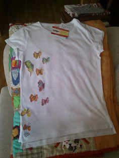 Camiseta Pintada a mano en el País de babia, por la aprendiz a pinturera Alialba. Si deseas la tuya, escribe un correo y pintare una para ti ;). albacolorines@gmail.com