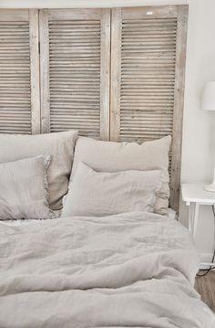 farmhouse bedroom with shutter headboard Farmhouse Bedroom Decor, Shabby Chic Bedrooms, Bedroom Vintage, Home Bedroom, Diy Bedroom Decor, Master Bedroom, Home Decor, Master Suite, Küchen Design