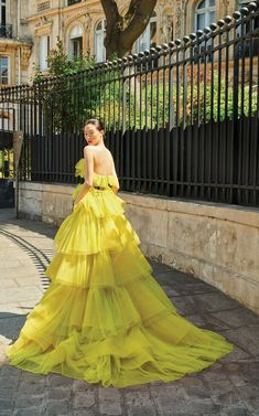 Jean The dramatic pleated ruffles of the train from the Galia Lahav 'And God Created Woman' haute couture fall 2018 collection.The dramatic pleated ruffles of the train from the Galia Lahav 'And God Created Woman' haute couture fall 2018 collection. Style Couture, Haute Couture Fashion, Haute Couture Gowns, Spring Couture, Look Fashion, Fashion Show, Fashion Outfits, Womens Fashion, Fashion 2018