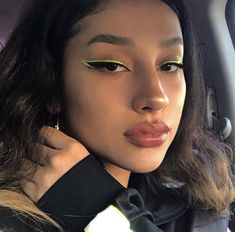 So what are the tricks of pulling eyeliner? How to apply eyeliner. How To Apply Eyeliner? Sparkly Eye Makeup, Sparkly Eyeshadow, Bold Eye Makeup, Makeup Eye Looks, Cute Makeup, Pretty Makeup, Skin Makeup, Clown Makeup, Easy Makeup