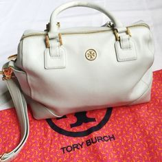 """Tory Burch Robinson Middy Saffiano leather Top zipper closure 2 exterior slit pockets at gussets 1 Interior zipper pocket 2 Additional interior open pockets Cotton canvas lining Removable, adjustable crossbody strap. Height: 7.75"""" (20 cm). Length: 11.25"""" (28 cm). Width: 6"""" (15 cm). 3rd pic with flash Used, signs of wear. Small and sparse chips in leather. Handles worn on underside.  Inside is as pictured.Paid $495 Original Dust Bag Included. Tory Burch Bags"""