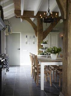 interieur Essen Hoeve, kleur deur Moss, Painting the Past Beautiful Kitchens, Beautiful Interiors, Beautiful Homes, Country Interior, Interior And Exterior, Rustic Kitchen, Country Kitchen, Modern Country, Country Living