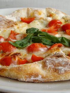 pizza bianca mozzarella e pomodorini
