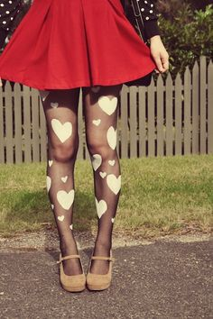 Queen of hearts? DIY Heart Print Tights for the Queen of Hearts Costume Diy Fashion, Ideias Fashion, Street Fashion, Fashion Shoes, Fashion 2015, Funky Fashion, Fashion Vintage, Victorian Fashion, Looks Style