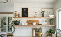ράφια κουζίνας για σκανδιναβική και rustic διακόσμηση