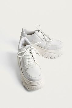 361222ecd68 Slide View: 1: UO Tyson White Faux Leather Chunky Trainers Plattform  Sneakers, Vit