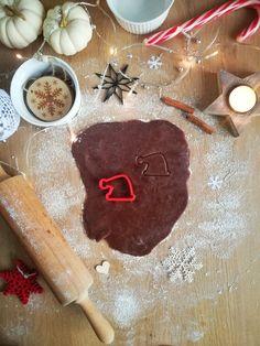 christmas cookies santa Weihnachtspltzchen Santa H - christmascookies Christmas Cookie Cutters, Christmas Cookies, Tree Cookies, Santa Hat, Custom Items, Safe Food, Desserts, Green Fabric, Folding Napkins