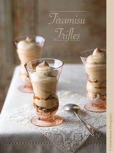 Tiramisu trifle with espresso cream Tiramisu Trifle, Trifle Desserts, Fun Desserts, Delicious Desserts, Yummy Food, Tiramisu Recipe, Best Dessert Recipes, Sweet Recipes, Espresso And Cream