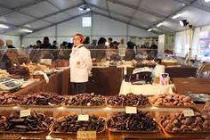 Per festeggiare la Pasqua, e al tempo stesso rendere felici grandi e piccini, i maestri cioccolatieri di Chocomoments, che saranno presenti per tutta la giornata di domenica 29 marzo nella Piazza