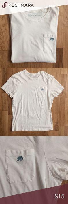 Banana Republic tee ✌️ Like new! Zero flaws Banana Republic Shirts Tees - Short Sleeve