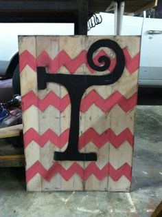 Initial Chevron sign for little girls room. Place above the bed! Cute!