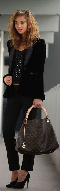 Louis Vuitton Outlet! OMG!! Holy cow, I'm gonna love this site!
