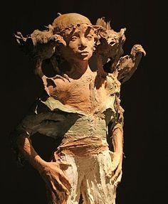 brown - child with birds - figurative sculpture - Fanny Ferré Modern Sculpture, Sculpture Clay, Statues, Tres Belle Photo, Art Du Monde, Sculptures Céramiques, Ceramic Sculptures, Art Gallery, Ferrat