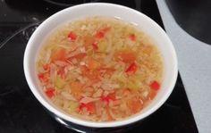 SOPA QUEMAGRASA FUSSIONCOOK: 2 o 3 cebollas,3 pimientos verdes,1/2 berza o algo menos si es muy grande...3 pencas de apio,y 3 tomates ,Pimiento rojo (Opcional) ,Pimienta negra,Sal , agua hasta el nivel maximo. Menú guiso 25mn.