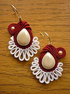 Soutache I want to learn to make Soutache jewelry. Macrame Jewelry, Fabric Jewelry, Clay Jewelry, Jewelry Crafts, Handmade Necklaces, Handmade Jewelry, Soutache Tutorial, Soutache Earrings, Dangle Earrings