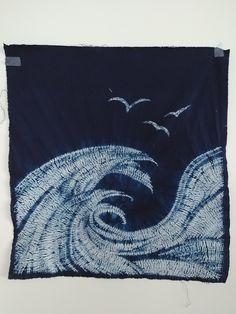 Shibori mokume stitched Waves dyed indigo by glmah Shibori Techniques, Tie Dye Techniques, Shibori Fabric, Shibori Tie Dye, Textile Dyeing, Indigo Dye, Fabric Manipulation, How To Dye Fabric, Tye Dye