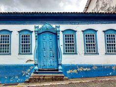 Sabará. Minas Gerais. #M_G_Sabará_MG #Minas_Gerais #casasecasarios2 #casasdeminas #casasantigas #casas_de_minas #houses_ofthe_world #houses_the_world #portaseportoes #portasejanelas #ig_minasgerais #igersminasgerais #icu_windowsanddoors #rsa_doorsandwindows #loves_doorsandwindows #eucurtomg #mnhaminasgerais #minasgeraisamada #followminasgerais #exploreminas #brhistoricalcities #brasil_brasileiro #detalhes_em_foco #passionporlasfachadas #passiopelsdetalls #detallesdelaciudad #portalminas