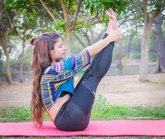 Yoga For Kids: 5 Kid-Friendly Yoga Poses Yoga Shorts, Bruce Lee Abs Workout, Yoga Fitness, Fitness Tips, Free Fitness, Cellulite, Chico Yoga, Foot Pain Relief, Boat Pose