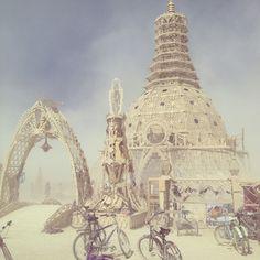 Un jour, j'irai à Burning Man et je me laisserai bercer à la beauté des créations qui m'entoureront. Tout ce que je vois de Burning Man m'inspire... 30 Amazing Photos That Will Make You Wish You Were At Burning Man 2014