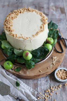 Ein Apfelträumchen äähm Törtchen. Mit Mandel und salted Peanutfrosting / apple pie with salted peanutfrosting