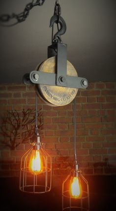 Personalized engraved pulley wheel at no extra charge. Example: Johnson family pulley MGF CO. (email us with the inscription) Standard engraving: pulley MGF CO. EST 1719 We can also engrave your company logo! —- This ceiling lamp is pulley Farmhouse Lighting, Rustic Lighting, Industrial Lighting, Home Lighting, Modern Industrial, Ceiling Canopy, Ceiling Lamp, Ceiling Lights, Pulley Light