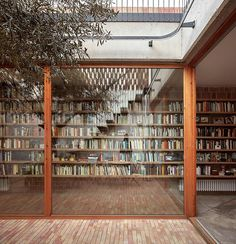 home library Design inspo: 10 stunning home libraries to inspire you to create one too Interior Architecture, Interior And Exterior, Interior Design, Modern Exterior, Architecture Today, Library Architecture, Home Library Design, Design Desk, Casa Patio
