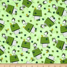 A Wee Bit Irish Snoopy & Woodstock St Pat's from @fabricdotcom  Designed by Studio 8 for Quilting Treasures, this cotton print is perfect for quilting, apparel and home decor accents. Colors include white, black, yellow and shades of green.