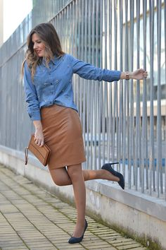 www.streetstylecity.blogspot.com Be inspired by the people in the street leather pencil skirt heels pumps