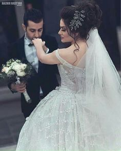 Foto Wedding, Arab Wedding, Wedding Pics, Wedding Couples, Wedding Styles, Wedding Dresses, Pre Wedding Poses, Pre Wedding Photoshoot, Foto Pose