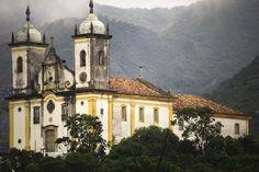 """""""Igreja de São Francisco de Paula"""". Ouro Preto, Minas Gerais. Brasil."""