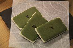 京都限定、マールブランシュ・お濃茶ラングドシャ「茶の菓」。 京都 kyoto Japanese Sweets, Kyoto, Japanese Candy, Japanese Sweet