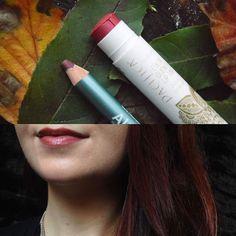 """The colours of my mind. Ich liebe das kühl leuchtende Farbspiel des Pacifica Liptints """"blood orange"""" zusammen mit dem wunderschönen Alterra Lipliner """"Rosewood"""". <3 #vegan #pacifica #liptint #bloodorange #lipliner #alterra #rosewood #natural #lips #cosmetics #greenbeauty #bblogger #naturkosmetik #crueltyfree #veganbeauty #iherb #rossmann #drogerie #Kosmetik"""